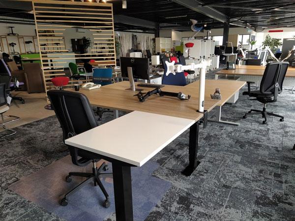 Showroom--LTJ-kantoormeubelen